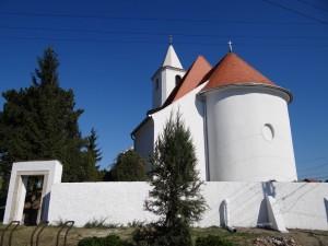Hegyeshalom Szent Bertalan templom a felújítás után