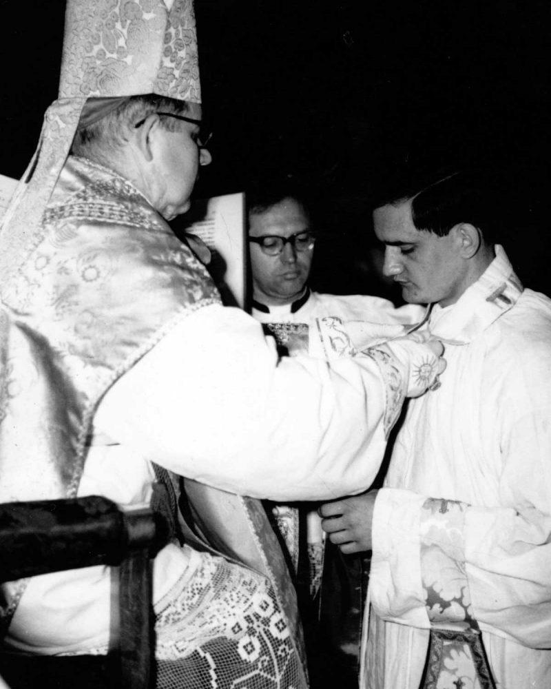 Szalai Kálmán hegyeshalmi atya pappá szentelése